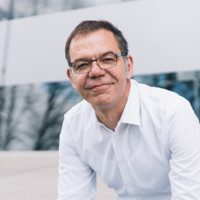 Miguel versteht exzellent die needs von Tech-Companies im Matching für C-Level zu verifizieren. Seine intellektuelle Nähe zu Produkten, den Aufgabenstellungen, dem Company Spirit und den geforderten Skills schafft ein hohes Matching zu den selektiven Kandidaten*innen.